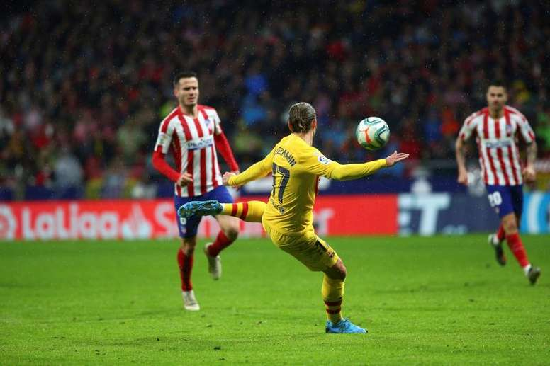 Case filing and 602 euro fine to Atletico for Griezmann abuse and umbrella throwing to Messi. EFE