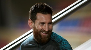 Leo Messi will look to go past Benzema in the Pichichi table on Saturday night. EFE