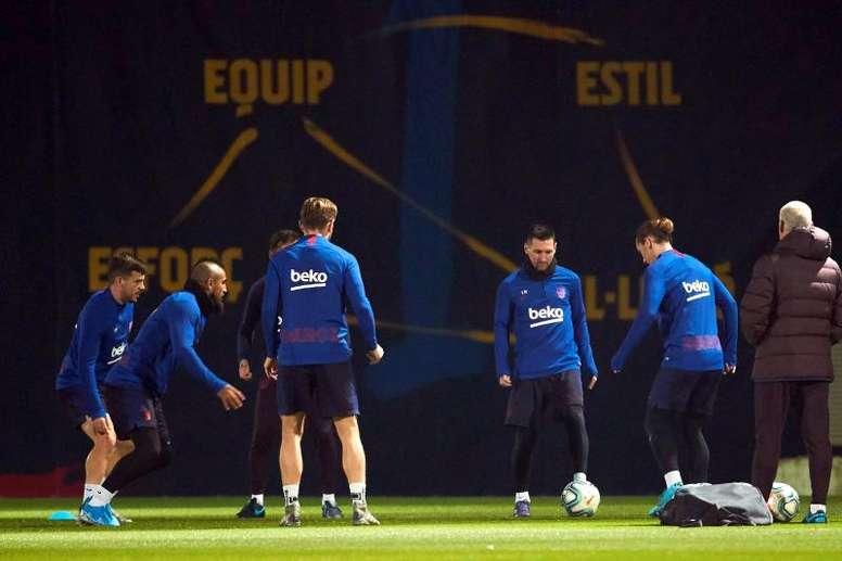 Dez jogadores do Barça passam por testes antidoping. EFE