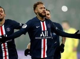 Maxwell espera que Neymar renove. EFE/EPA/IAN LANGSDON