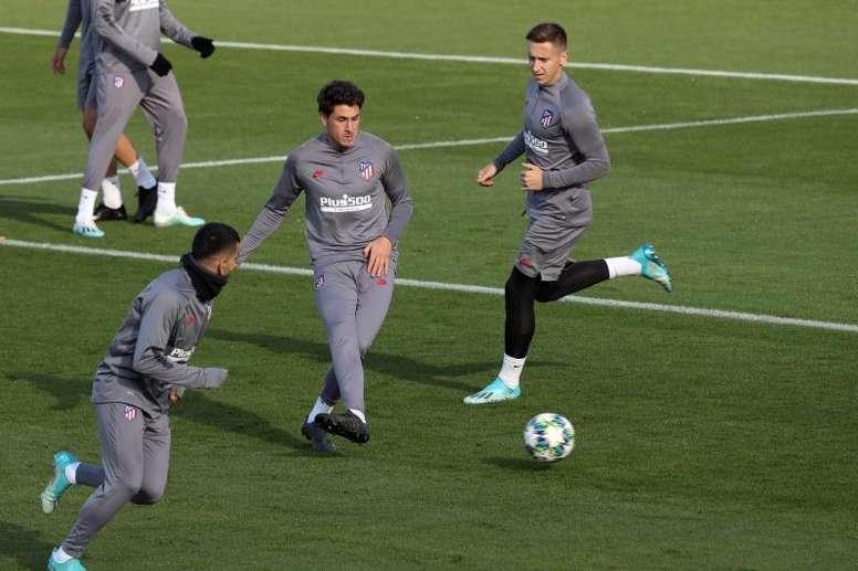 Giménez poderá jogar contra o Lokomotiv. EFE/Kiko Huesca