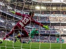 Diego López lamenta a derrota do Espanyol no Bernabéu. EFE