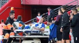 Quini y Pina se lesionaron de rodilla en la primera parte. EFE/Pepe Torres