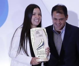 La tenista colombiana Maria Camila Osorio recibe la nominación como deportista del año 2019, este lunes en Bogotá (Colombia). EFE/Mauricio Dueñas Castañeda