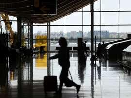 Movimiento de viajeros en el aeropuerto de Adolfo Suárez Madrid-Barajas. EFE/ J.J. Guillén/Archivo