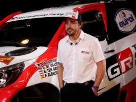 El piloto español Fernando Alonso, del equipo Toyota Gazoo Racing, durante el anuncio de su participación en la edición 2020 del rally Dakar. EFE/Carlos Mateos/Archivo
