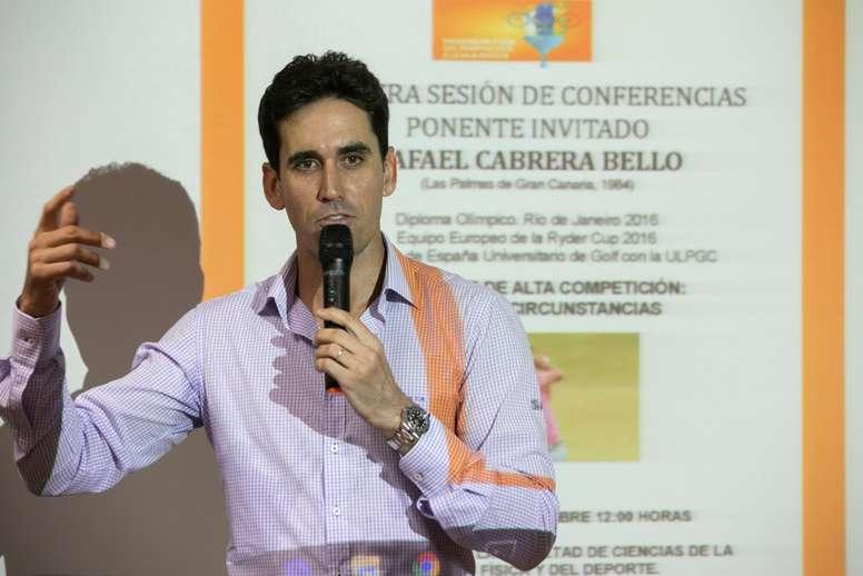 El jugador de golf Rafael Cabrera Bello ofreció  este martes una conferencia sobre La Universidad de Las Palmas de Gran Canaria y el Olimpismo, en el ciclo Momentos Olímpicos Canarios. EFE/Quique Curbelo