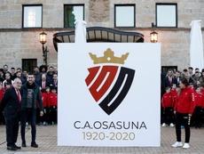 El nuevo escudo lucirá durante 2020, el año del centenario rojillo. EFE