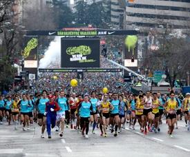 Gran número de personas en la salida de la carrera San Silvestre Vallecana. EFE/Alberto Martin/Archivo
