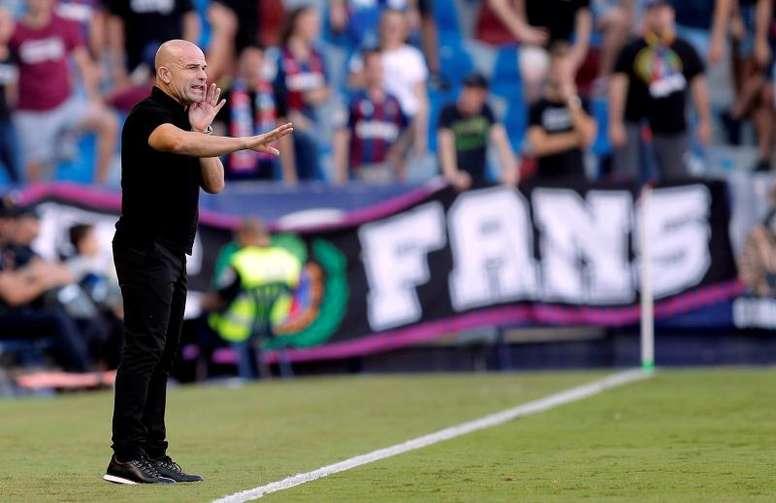 Paco López podría afrontar varios contratiempos. EFE