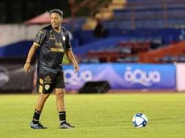 Ronaldinho y Cuauhtémoc hicieron las delicias de la gente. EFE/Alonso Cupul/Archivo