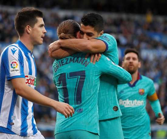 Suarez and Messi celebrate after scoring the second goal. EFE
