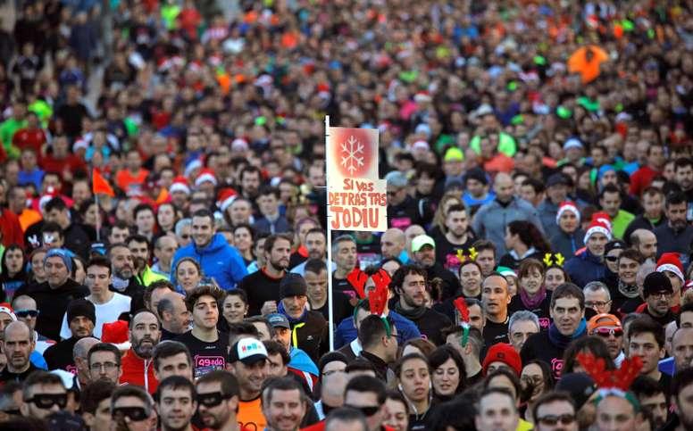 Un total de 675.867 personas despiden el año corriendo en España en alguna de las 1.261 carreras de San Silvestre que se celebran en todo el país, según un estudio de la empresa energética EDP. EFE/ Alberto Morante/Archivo