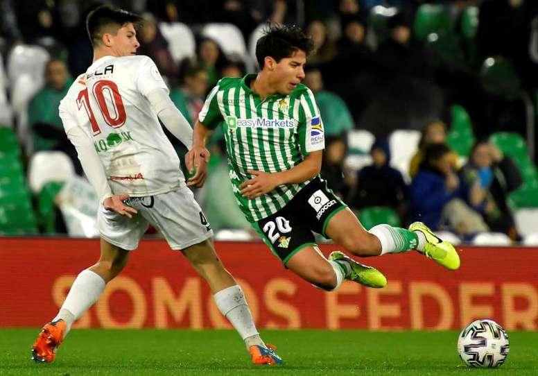 Diego Lainez es duda de cara al derbi. EFE/Archivo