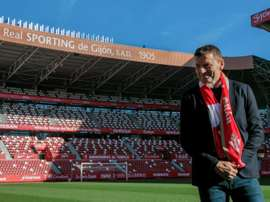 Djukic fue presentado con el Sporting. EFE/ Alberto Morante