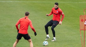 Vitolo volta a treinar com o grupo. EFE/Rodrigo Jiménez
