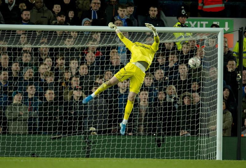 Curtis Jones anotó el gol de la victoria ante el Everton