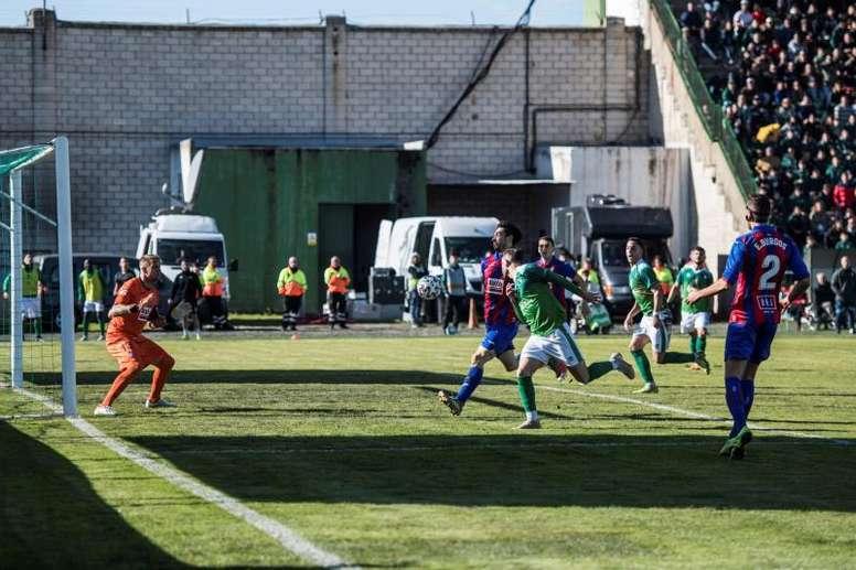 Sí habrá público en el 'play off' de Extremadura. EFE
