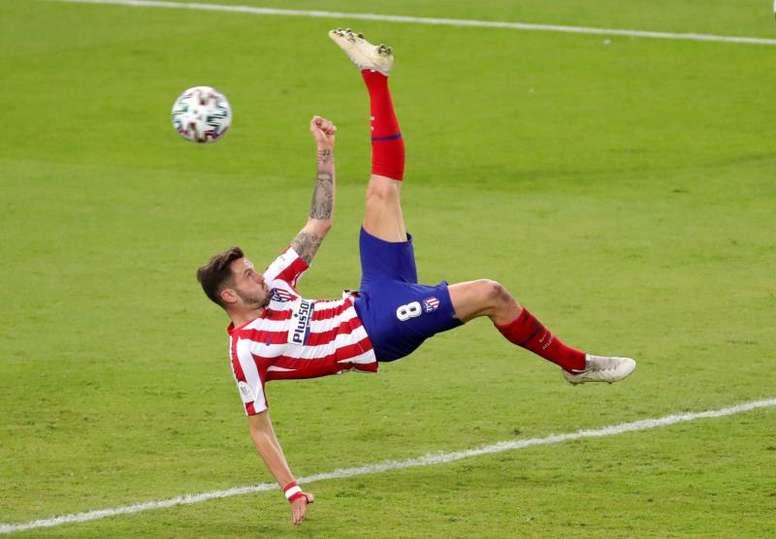 Saúl hizo doblete ante el Barça. EFE