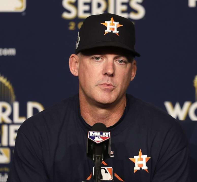 En la imagen, el destituido mánager de los Astros de Houston A.J. Hinch. EFE/Mike Nelson/Archivo
