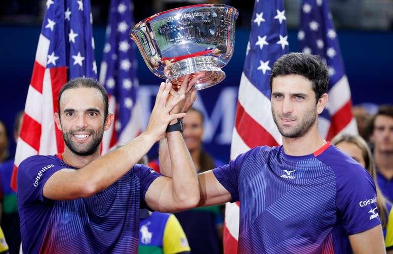 Los tenistas colombianos Juan Sebastian Cabal (i) and Robert Farah (d) al ganar la final del US Open el 6 de septiembre de 2019. EFE/EPA/JUSTIN LANE /Archivo