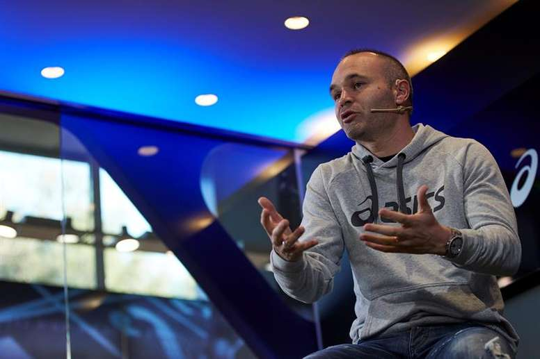 Andres Iniesta was not contacted by Abidal or his team. EFE