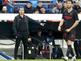 Lopetegui, frustrado, pidió explicaciones sobre el gol anulado a De Jong. EFE/Ballesteros