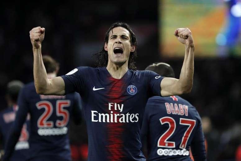 En Francia creen que Cavani podría ser titular ante el Borussia Dortmund. AFP