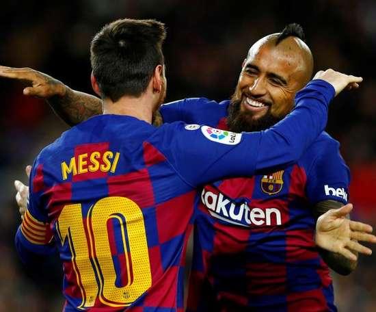 Leo Messi e Arturo Vidal entraram na onda de mobilizações contra o racismo. EFE/Enric Fontcuberta