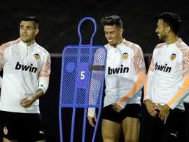Garay confía en llegar a tiempo al partido contra el FC Barcelona. EFE