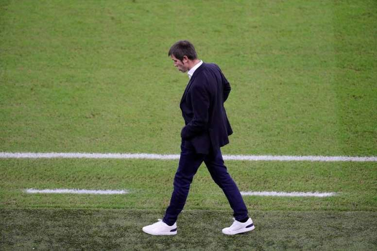 El Valencia anunció el cese de Celades. EFE