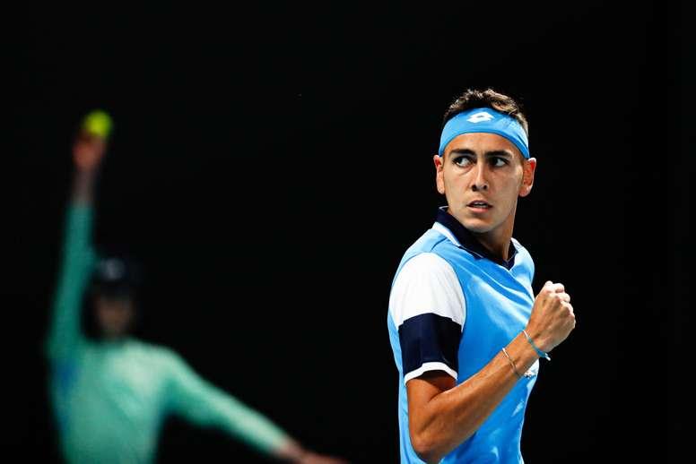 El tenista chileno Alejandro Tabilo de 22 años comentó tras su épica victoria frente al colombiano Daniel Elahi Galán en la primera ronda del Abierto de Australia que sin lugar a dudas se trató del partido más importante de su corta carrera.  EFE/ROMAN PILIPEY