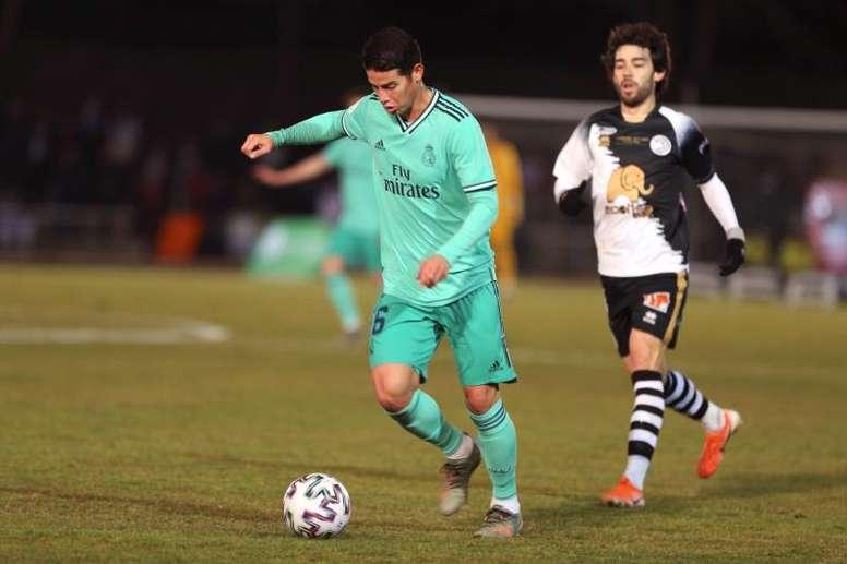 Com o United fora, Arsenal e Everton se aproximam de James. EFE/ J.M García