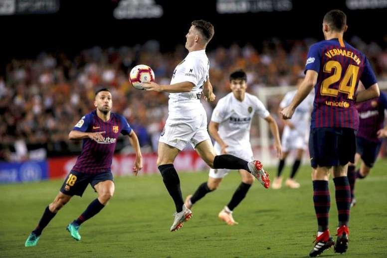 El Valencia mide al nuevo Barça de Setién. EFE/Biel Aliño