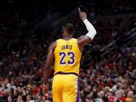 El jugador de los Lakers de Los Ángeles LeBron James durante un partido de la NBA. EFE/ Steve Dipaola/Archivo