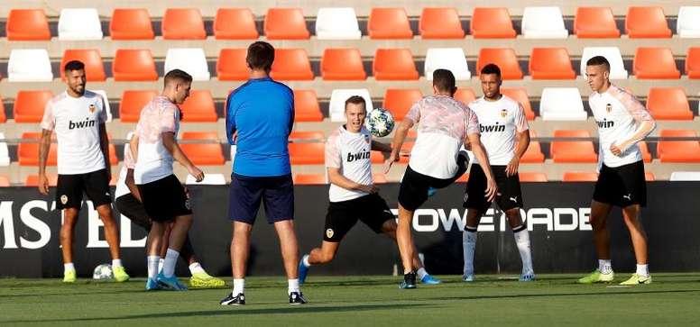 Un lustro sin ganar en Mestalla cuando falta Parejo. EFE