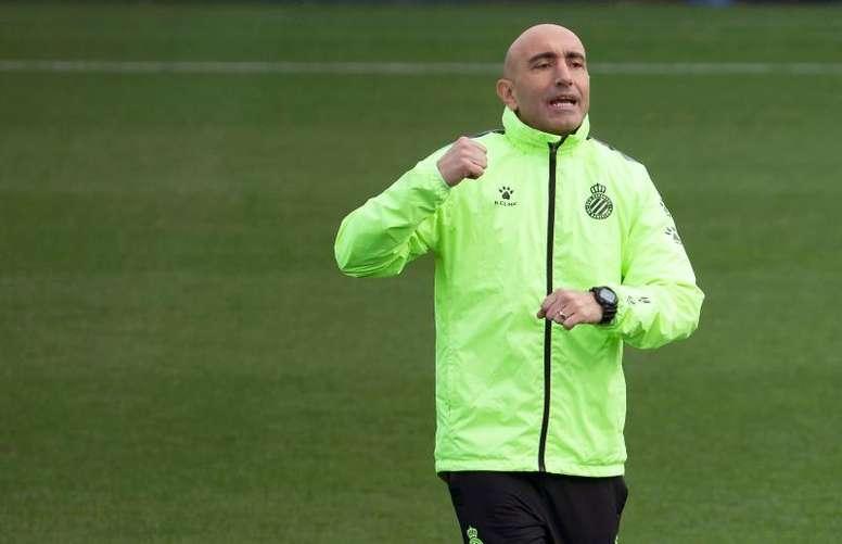 Abelardo se encerró con el plantel para analizar la situación del Espanyol. EFE