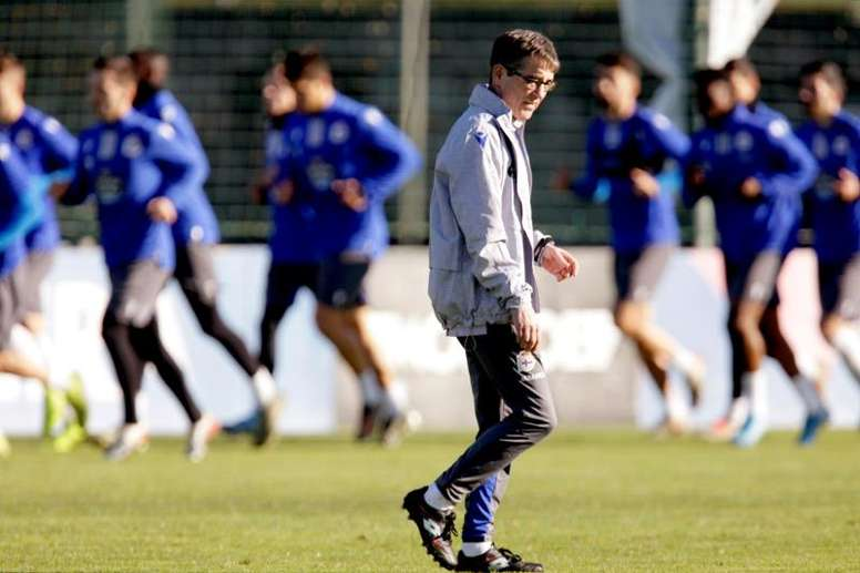 Fernando Vázquez está sancionado para lo que queda de Liga. EFE