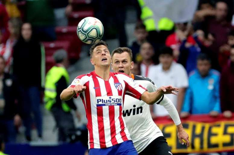 Santiago Arias (L) could be on the way to Roma. EFE