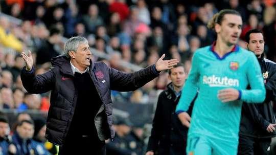 El tropiezo del Barça en Mestalla, noticia del día. EFE