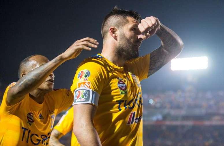 Quiñones y Gignac tiran de Tigres. EFE/Miguel Sierra
