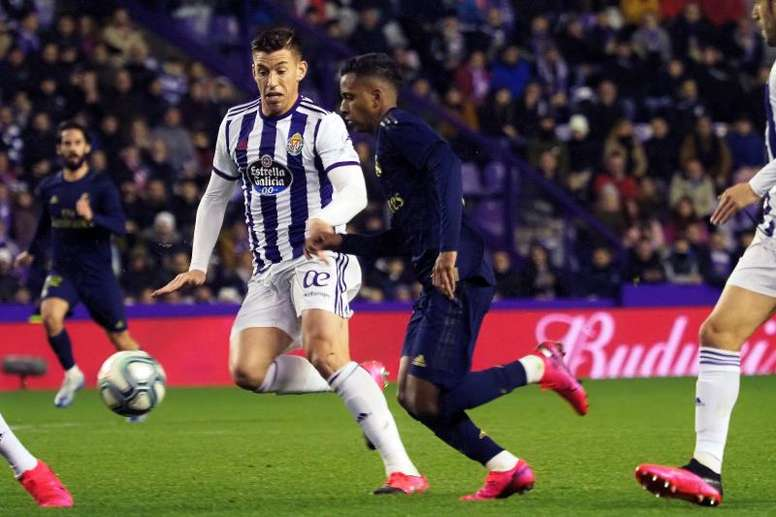 Nacho scores to send Zidane's men top . EFE