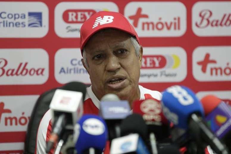 Gallego convocó a futbolistas locales para un microciclo. EFE