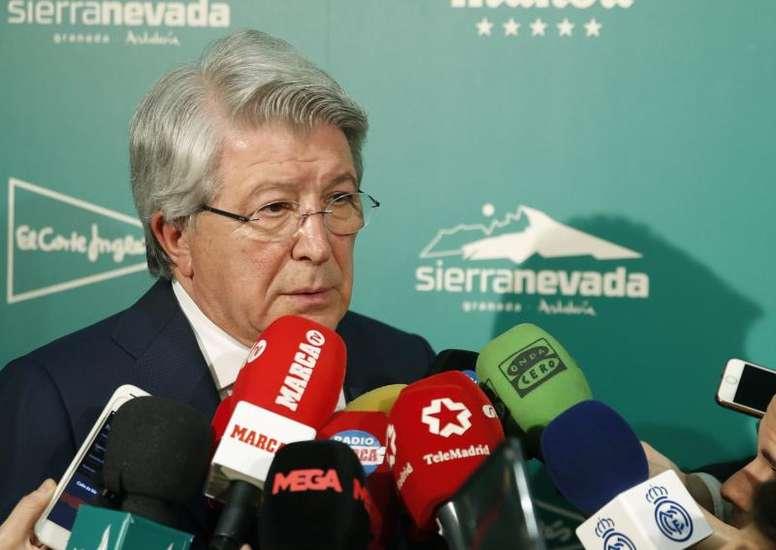Cerezo volvió a ser cuestionado por el colombiano. EFE/Javier Lizón