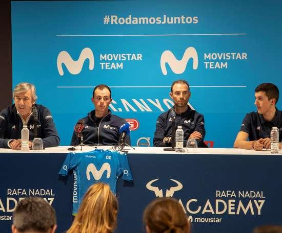 El manager general del equipo Movistar Team,EusebioUnzué, y los ciclistas Enric Mas, Alejandro Valverde y Marc Sole participan en una rueda de prensa del conjunto masculino del Movistar Team este martes en el Rafa Nadal Sports Center en Manacor, con motivo de la presentación del equipo, antes de su debut competitivo europeo en la Challenge de Mallorca que arranca el próximo jueves. EFE/ Ezequiel Ivan Espinar Riutort