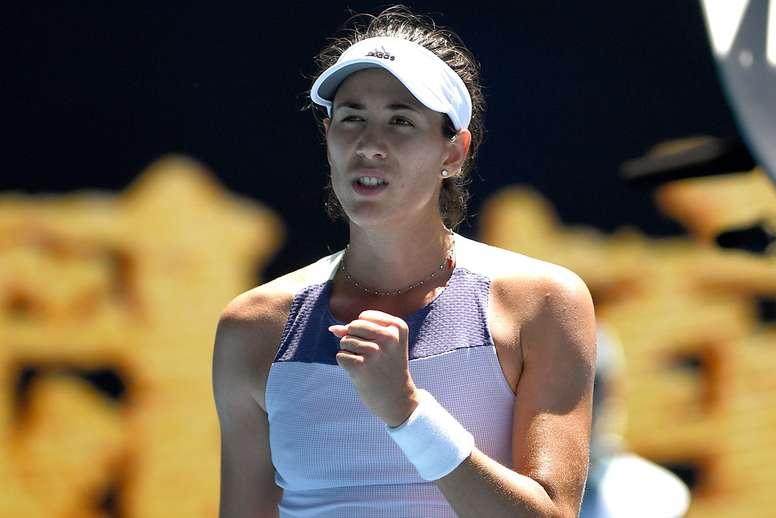 La tenista española Garbine Muguruza reacciona tras ganar a la rusa Anastasia Pavlyuchenkova en el partido de cuartos de final femenino en el torneo de Tenis del Abierto de Australia en Melbourne, Australia, el 29 de enero de 2020. EFE/EPA/LUKAS COCH