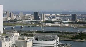 La organización de los JJOO de Tokio 2020 mostró hoy la plaza de la Villa Olímpica, un complejo realizado con madera reciclable y técnicas tradicionales japonesas de construcción que será el principal espacio de ocio y servicios para los atletas. EFE/Kimimasa Mayama/Archivo