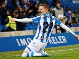 Modric não interfere no caminho de Odegaard. EFE/Juan Herrero