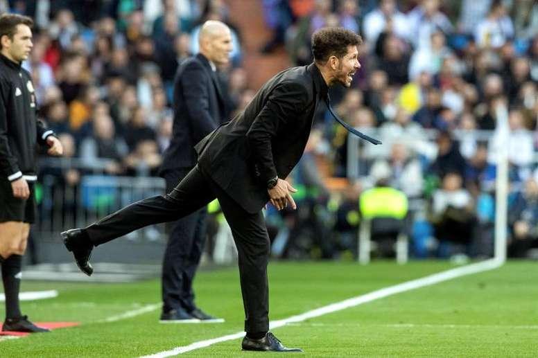 Maxi Rodríguez espera que Simeone siga al frente del Atlético durante mucho tiempo. EFE