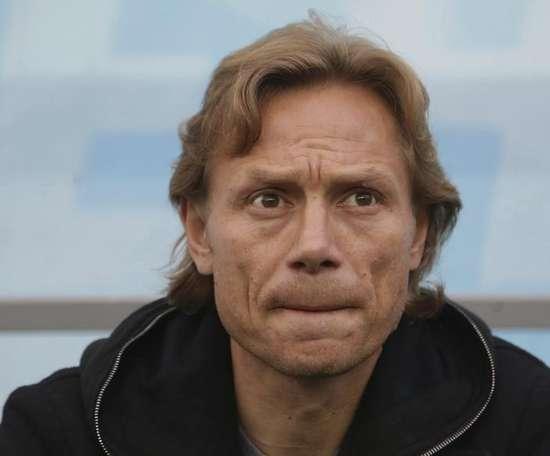 Karpin, entrenador después de su retirada. EFE